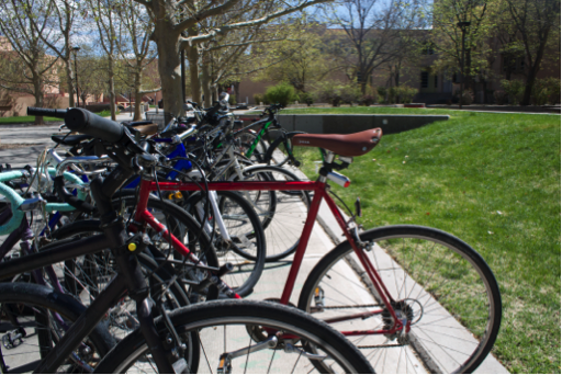 A frequented bike rack outside of the UNM Arts building, where the majority of bikes are secured with a U-lock. Photo by  Nayla Degreff/NMNP