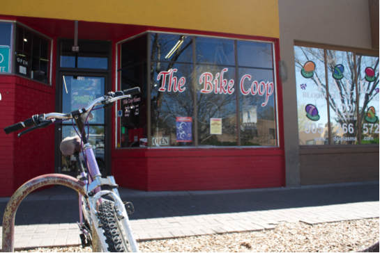 A lone bike sits outside the entrance to The Bike Coop, on 120 Yale Blvd SE near the UNM Campus. Photo by Nayla Degreff/NMNP