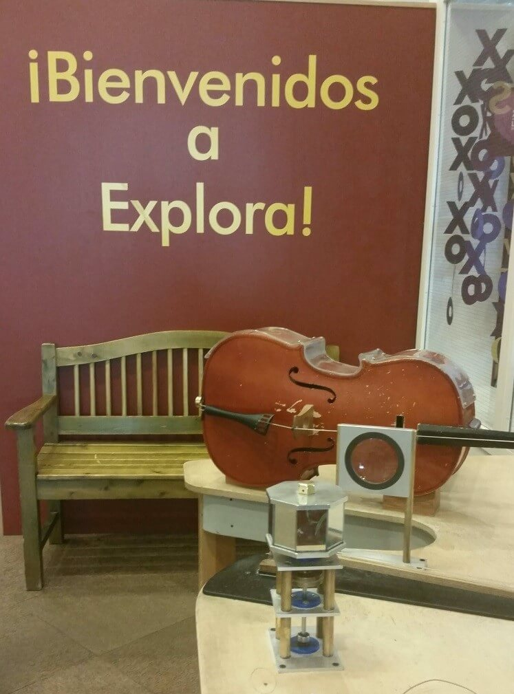 """A sign reading """"Bienvenidos a Explora!"""" (Welcome to Explora!) is seen on the walls at Explora, an interactive science museum located in Old Town. Photo by Mariah Rimmer/NMNP"""