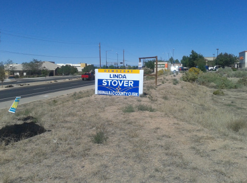 A campaign sign for Linda Stover on Wyoming Blvd. and Paseo Del Norte. Stover is an opponent of Voter ID laws. Photo by Angela Shen / NM News Port