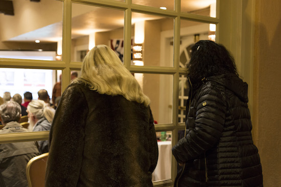 Watchers peer into the window of the Republican watch party on Nov. 6 Photo By Anna Padilla/ NM News Port